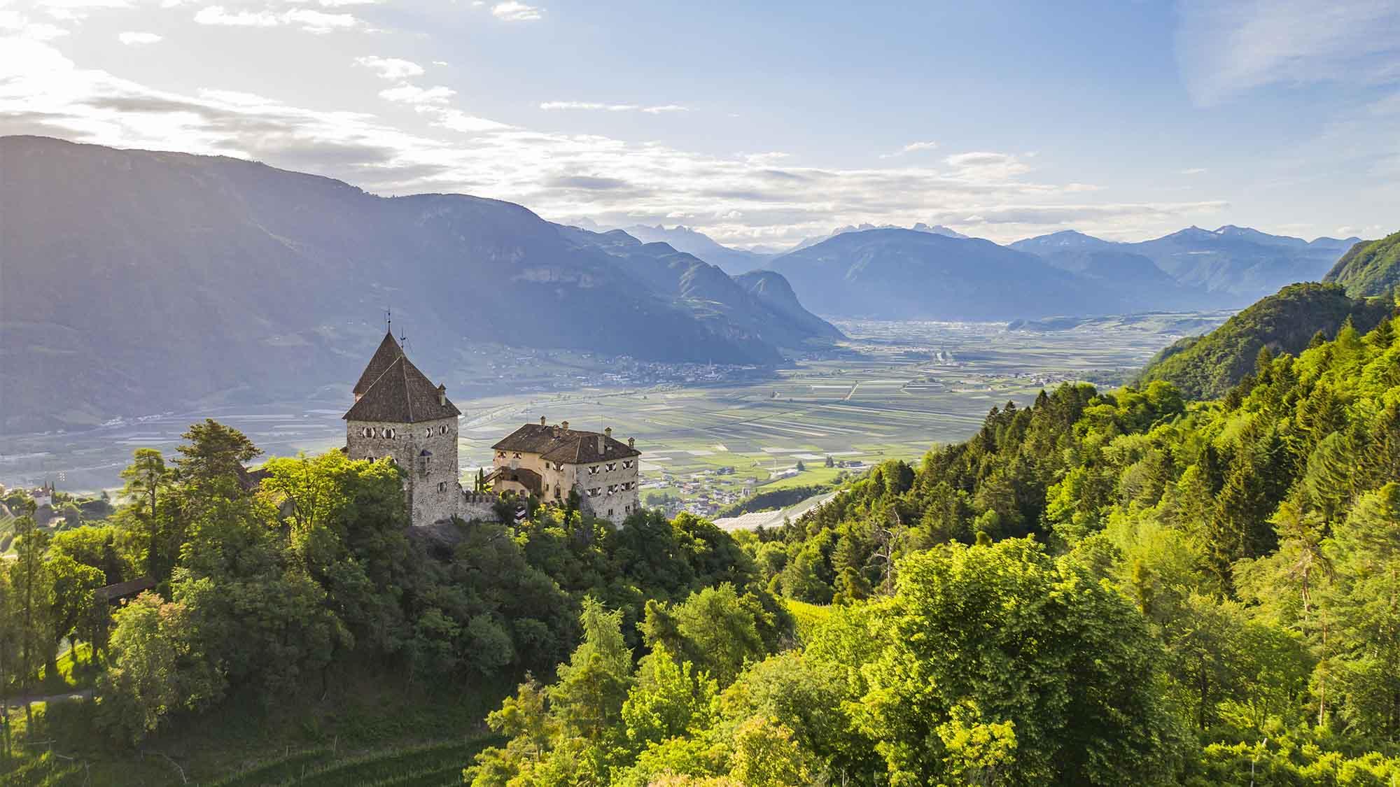 Hotel Wehrburg in Prissian mit Blick aufs Etschtal